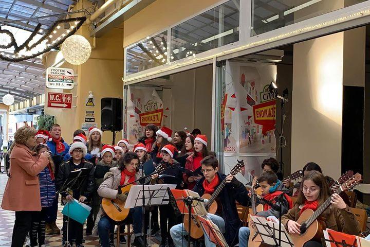 Χριστουγεννιάτικες μελωδίες από τη χορωδία και το κιθαριστικό σύνολο του ωδείου Φραντς Λιστ!