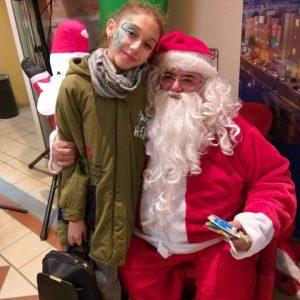 Ο Άη Βασίλης μοίρασε δώρα στα παιδιά και η στοά μας μύρισε γιορτές!